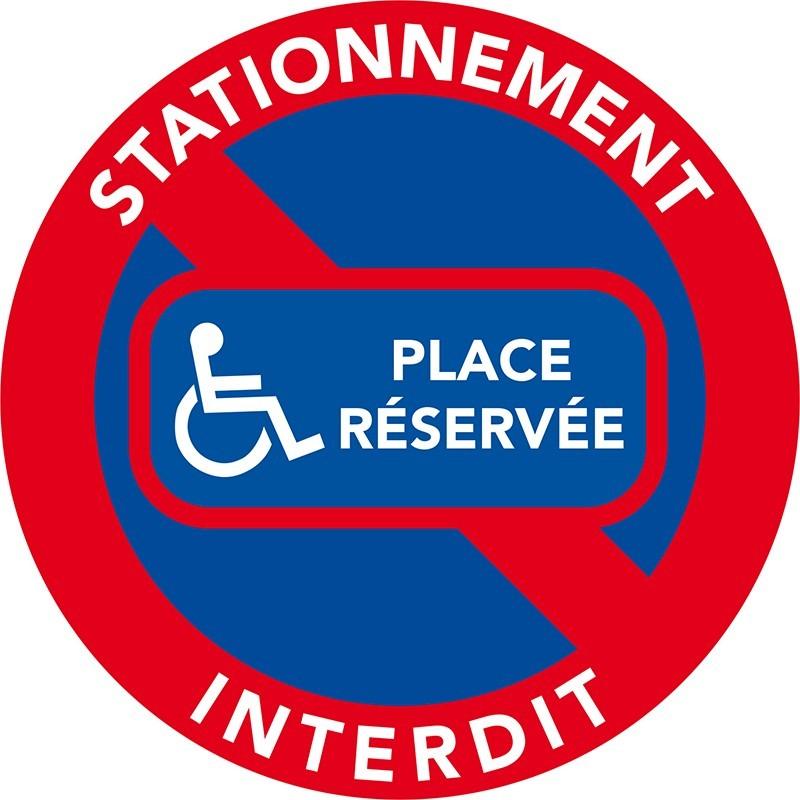 Stationnement interdit. Place réservée aux handicapés.